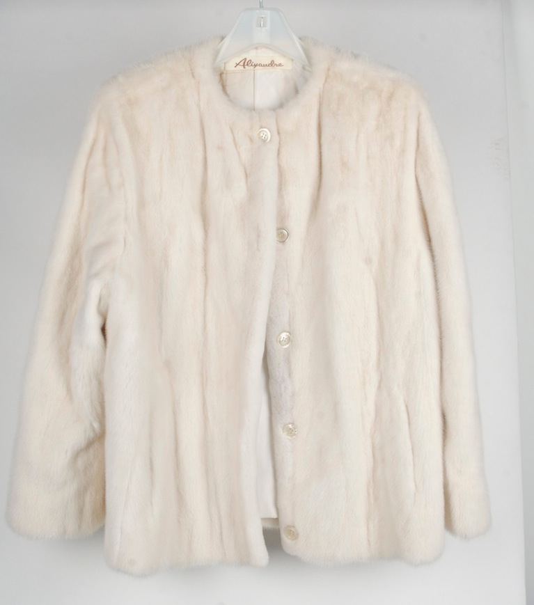 Vintage valentino haute couture white mink jacket ebay for Haute couture jacket